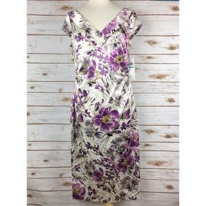 NWT Maggy London Cream Purple Floral V-Neck Dress